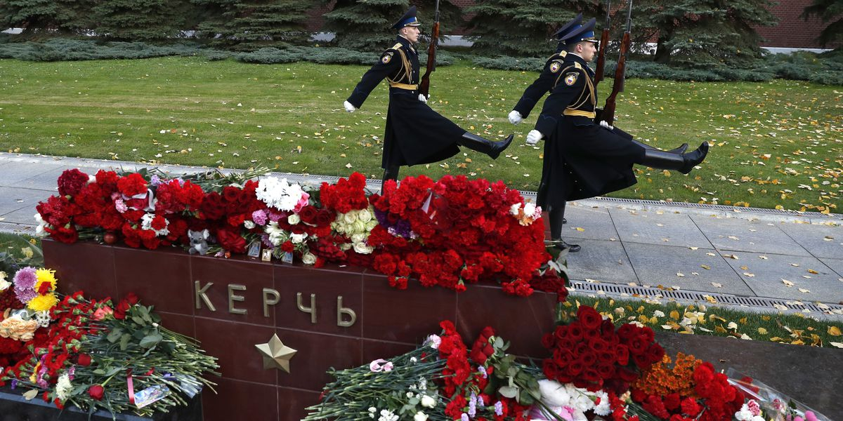 Crimean city turns to mourning 20 victims of school attack