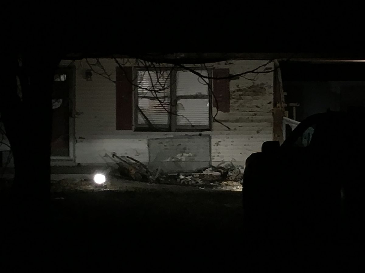 Dispatch: Car drives off road, smashes into home on Hwy 405 in Daviess Co.