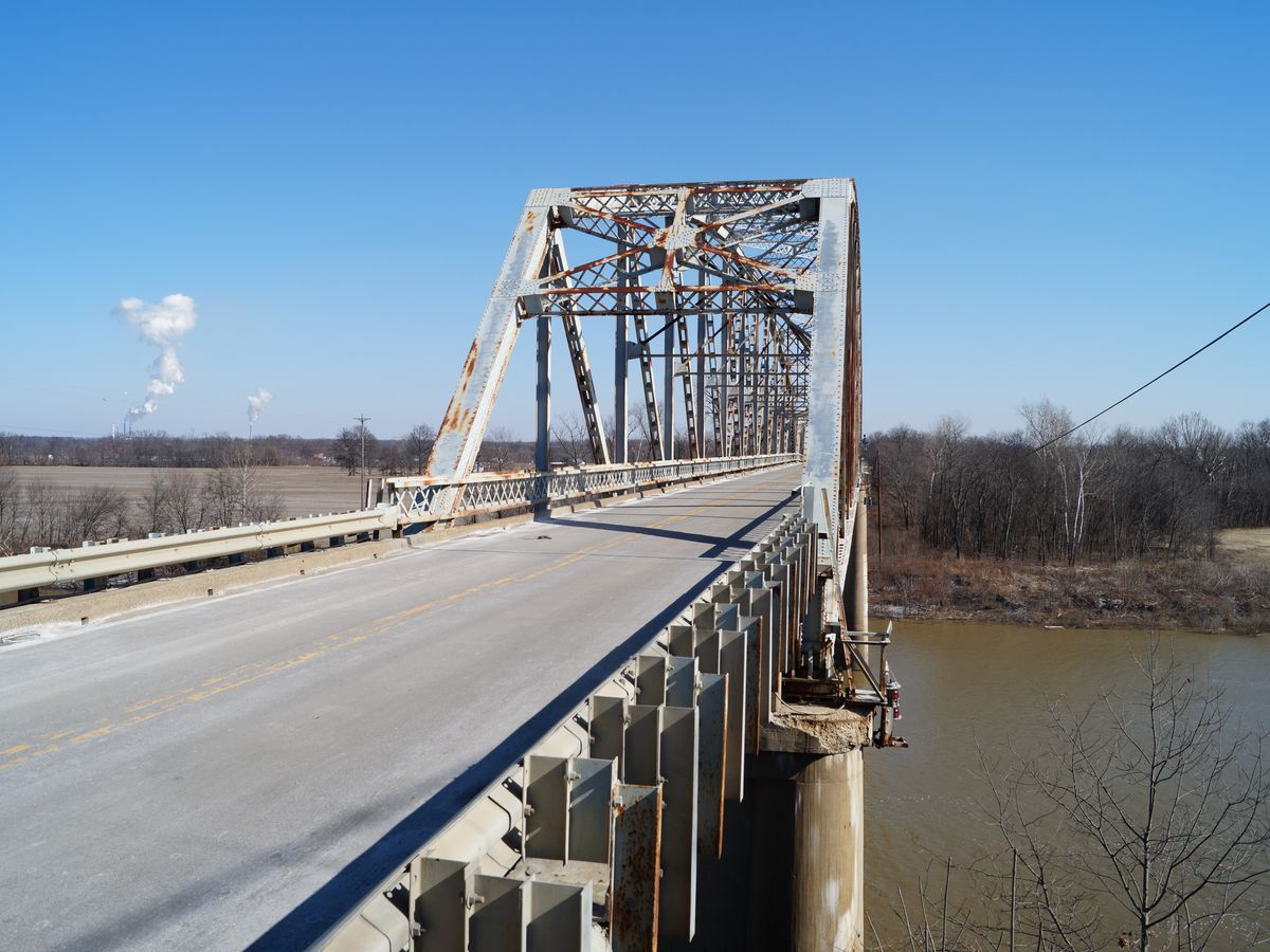 Voters choose new Spottsville bridge color