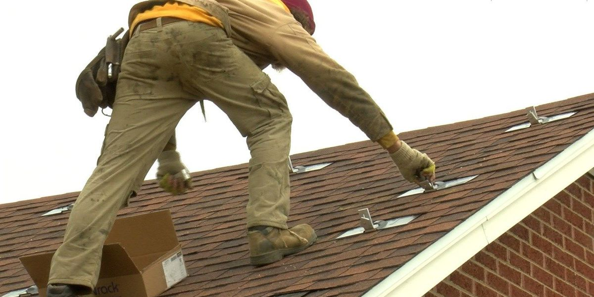 Bill would give solar panel users less credit