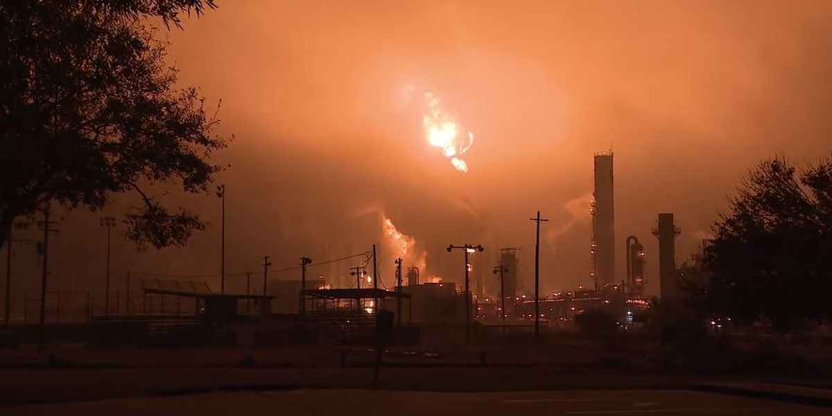 3 injured as Texas plant explosion releases chemical plume