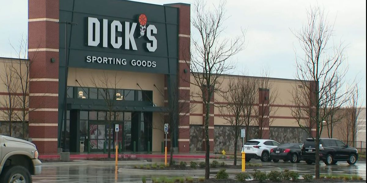Dick's Sporting Goods extends pandemic premium pay for workers