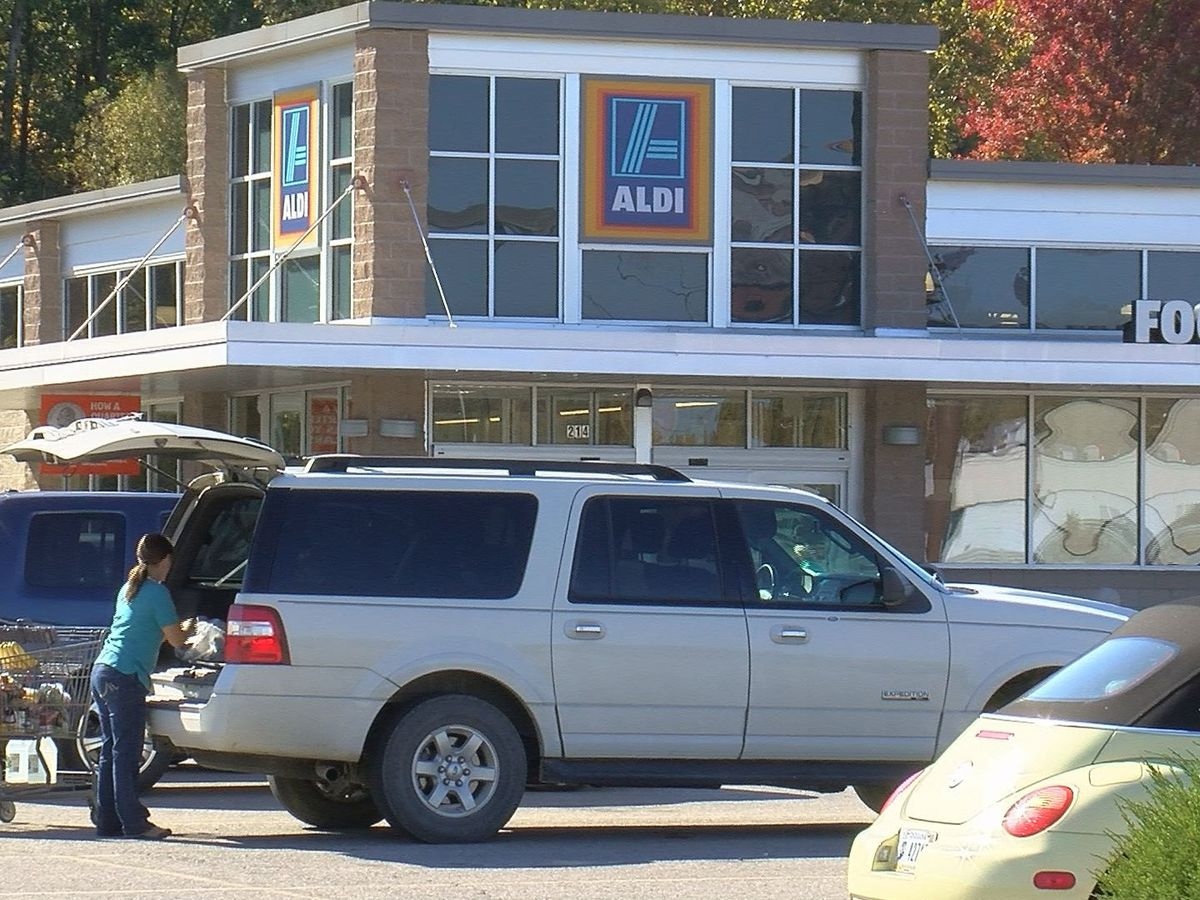ALDI holds ribbon-cutting ceremony for newly remodeled Evansville store