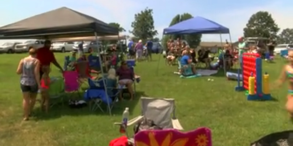 Madisonville family throws eclipse party for neighborhood