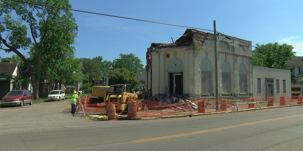Demo has begun on old Howell Bank