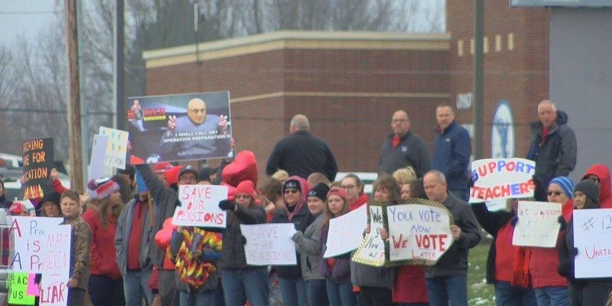 Hundreds of teachers rally in western Kentucky against Senate Bill 1
