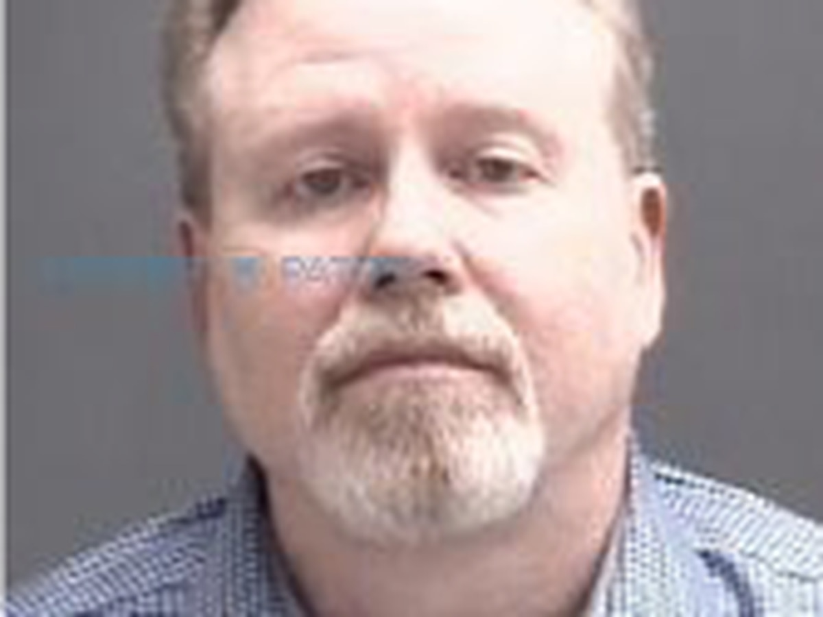 Gibson Co. Clerk turns himself in after arrest warrant issued