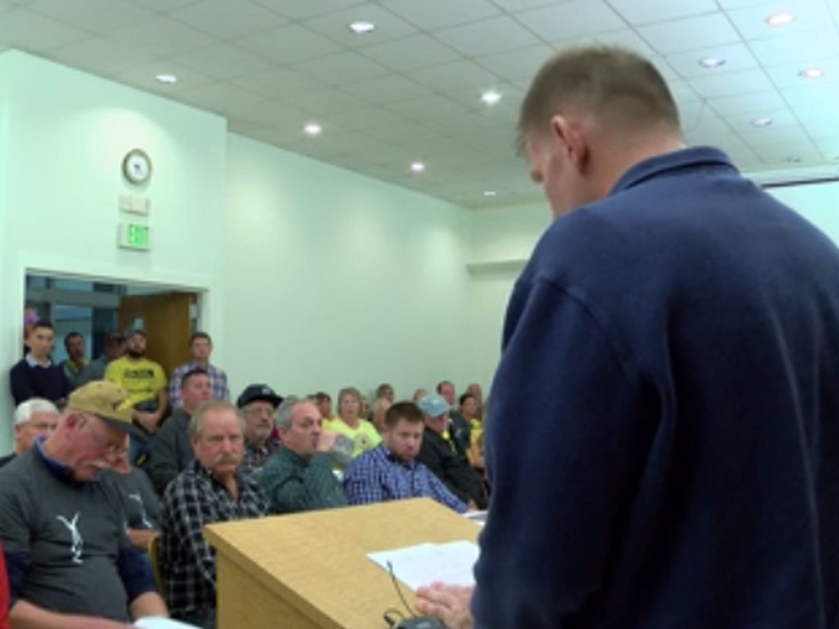 Packed Gibson Co. Commissioners meeting offers various opinions on proposed wind energy project