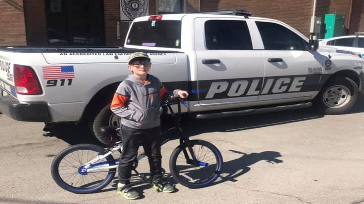 Morganfield officers pitch in to help young boy