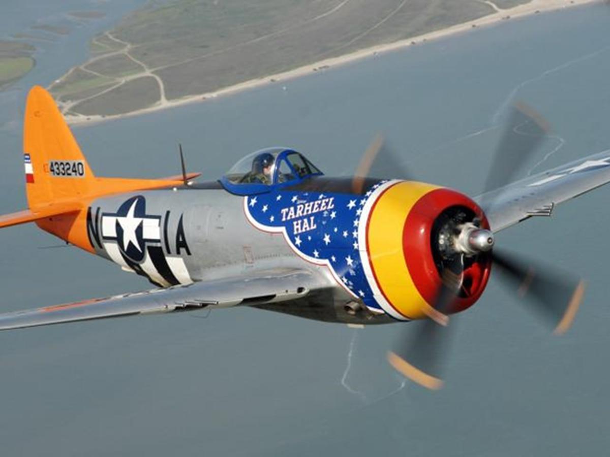 WWII P-47 Thunderbolt safely lands in Evansville