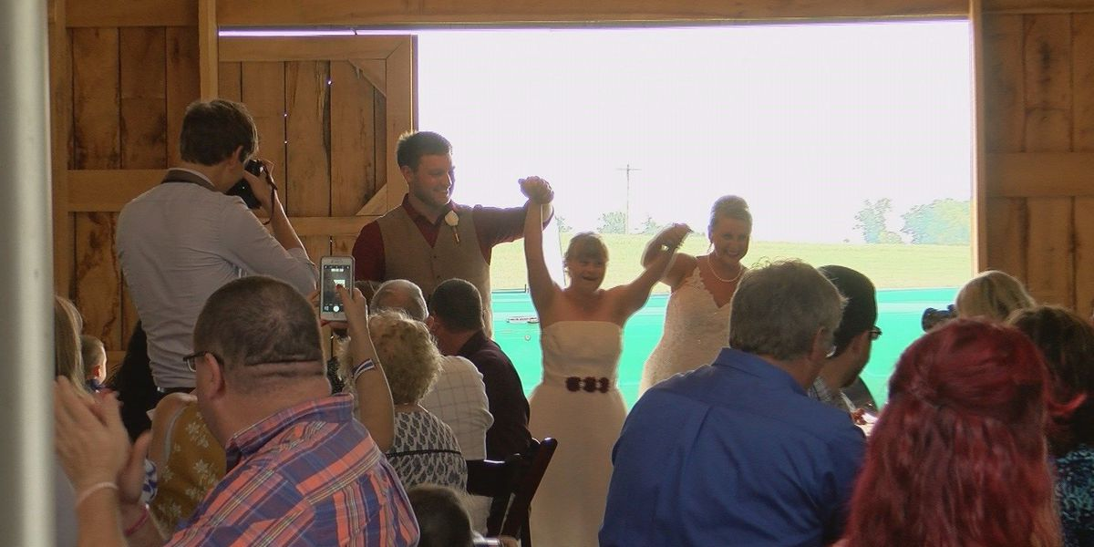 Couple whose proposal story went viral ties the knot