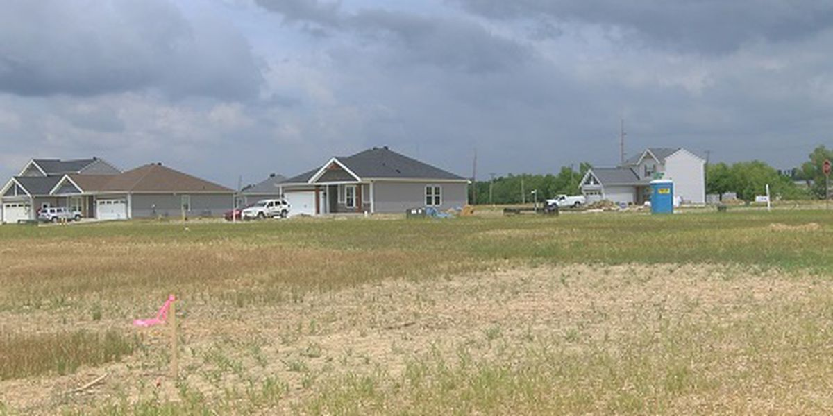 Homeowners concerned about lack of internet, cable and phone service