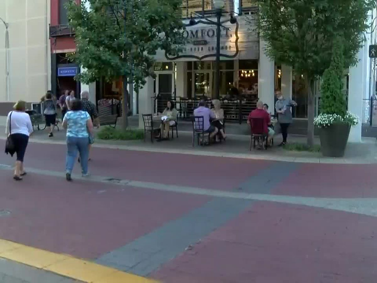 'Moonlight Madness' event promoting local businesses held in downtown Evansville on Fri.
