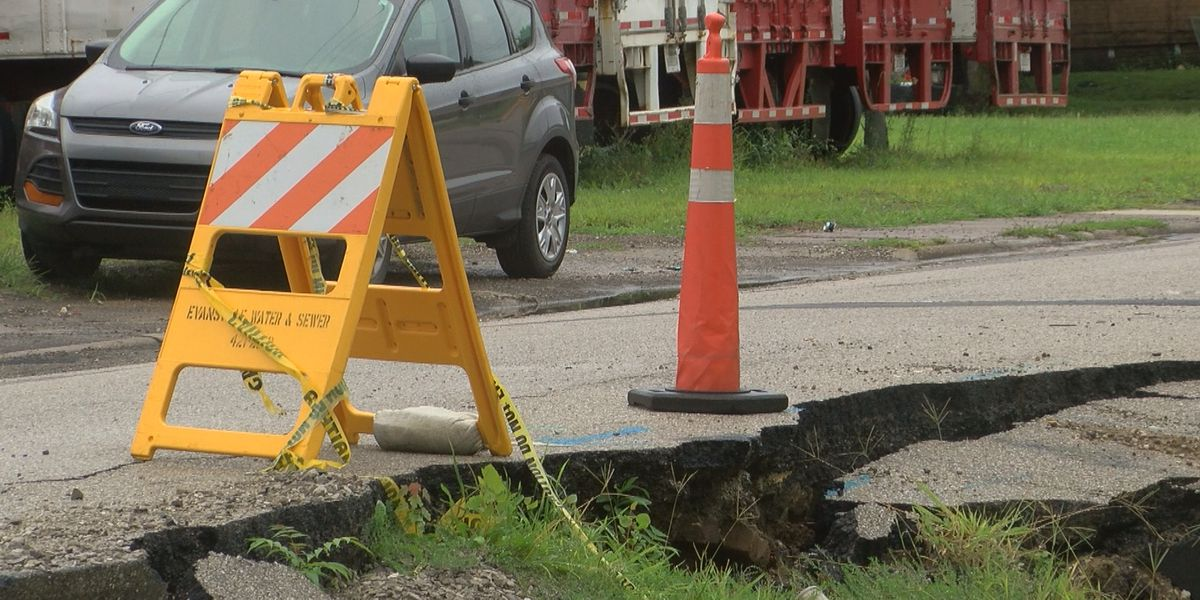 Sinkhole causing problems outside Tri-State Food Bank