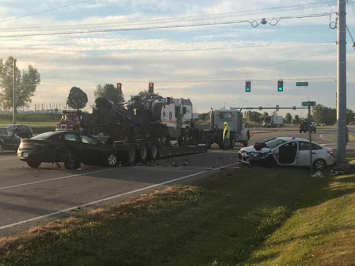 Two hurt in Gibson Co. crash after trailer disconnects from semi