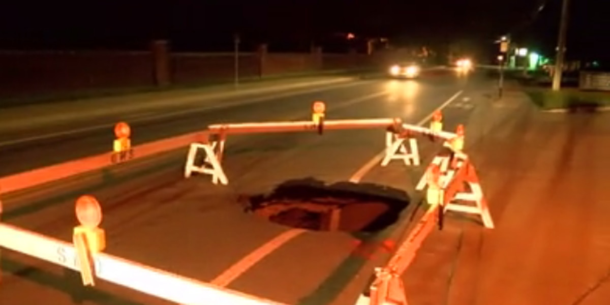 Traffic Alert: Oak Hill Rd lanes closed by sinkhole, now back open