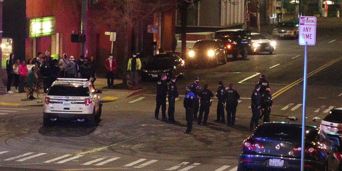 2 injured after police car drives through crowd at race