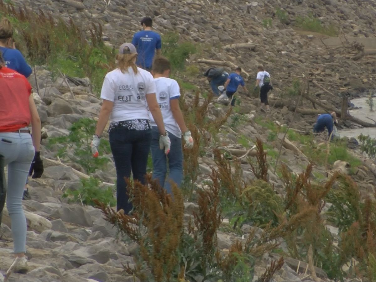 Ohio River Sweep draws hundreds to Evansville riverfront