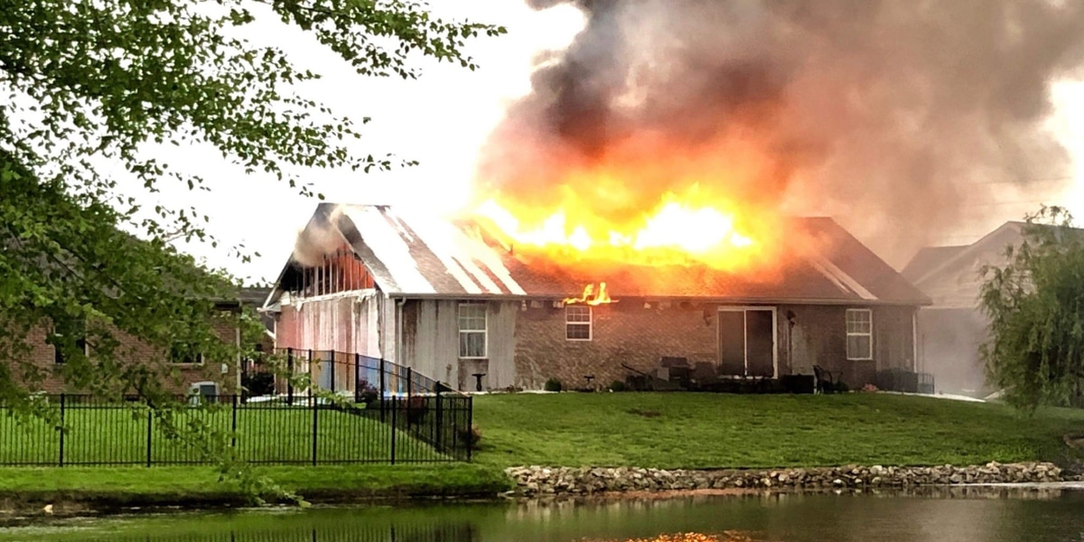 Warrick Co. house a 'total loss' after early morning fire