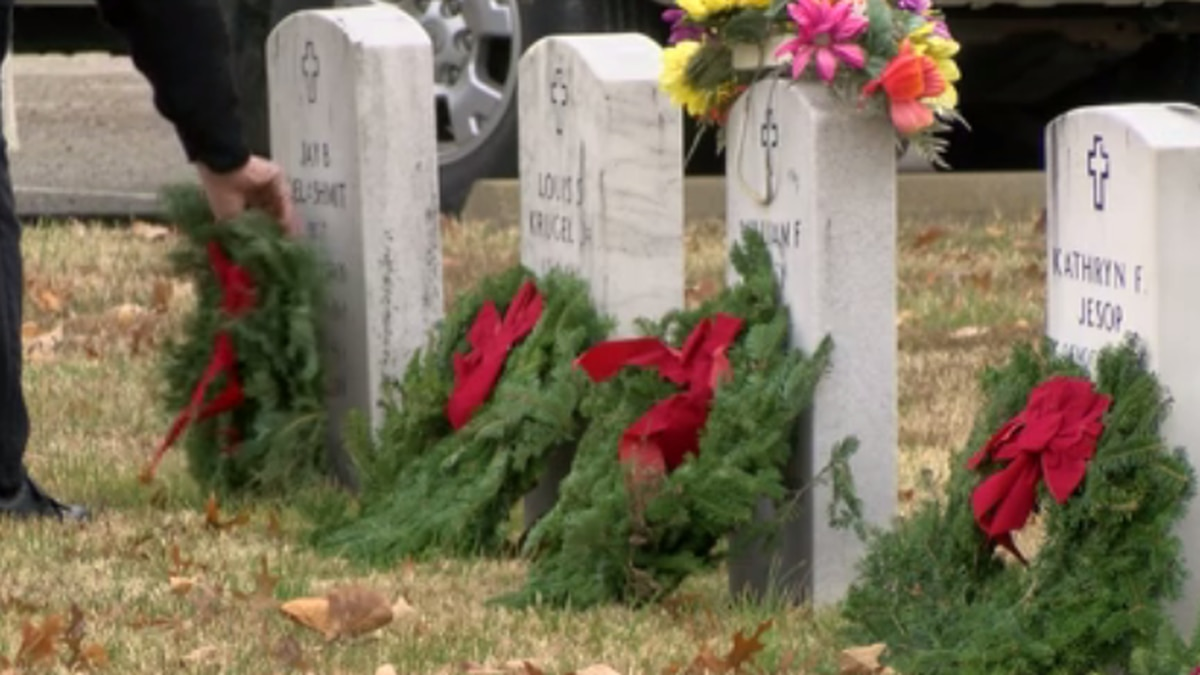 Wreaths Across America: Honoring fallen veterans in Evansville