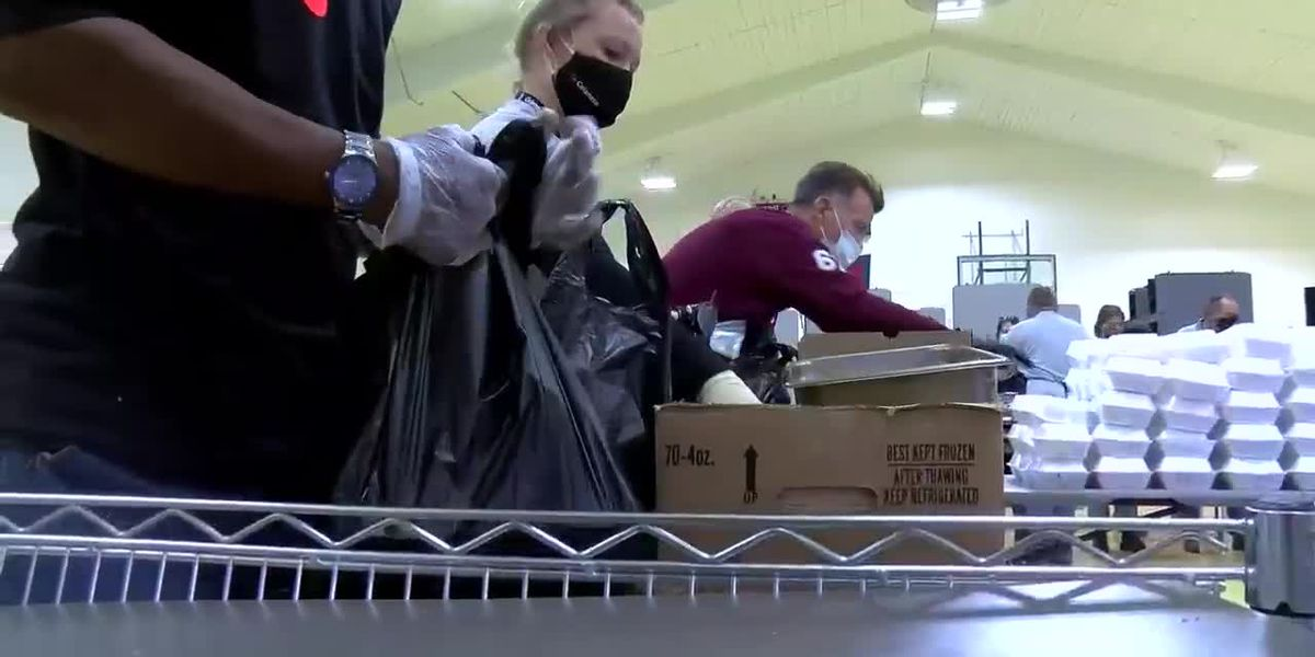 Community organizations help families in need during Thanksgiving holiday