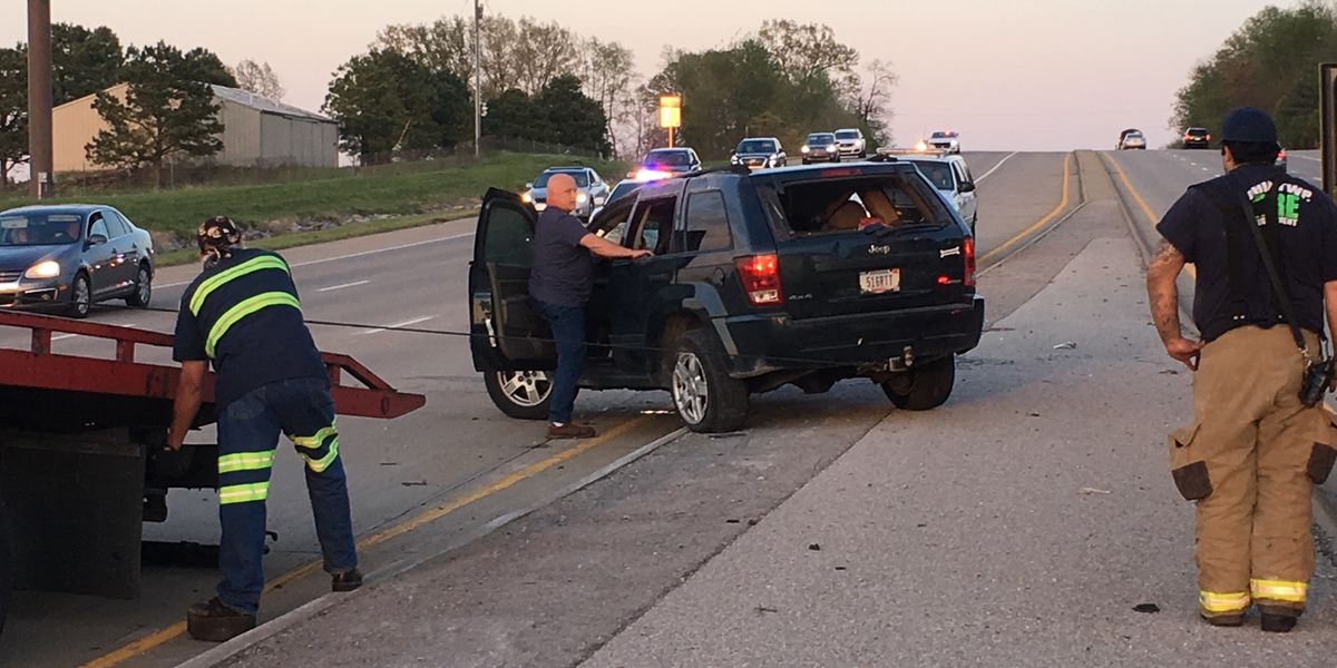 Authorities: Crash sends 1 person to hospital in Warrick Co.