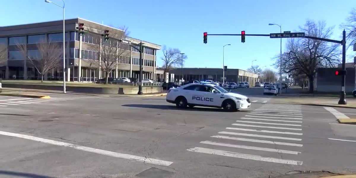 Evansville officer involved in crash, no injuries reported