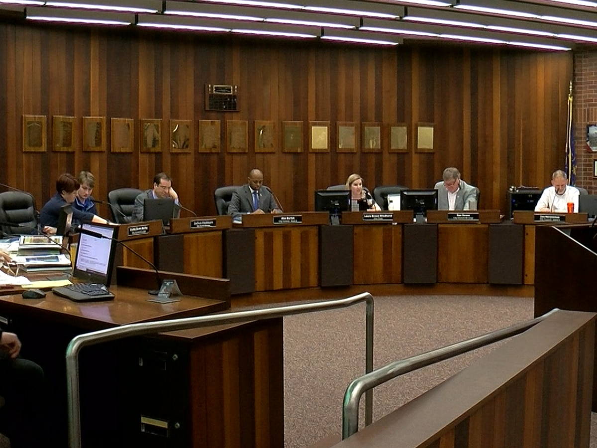 Evansville City Council holds first reading on mask ordinance