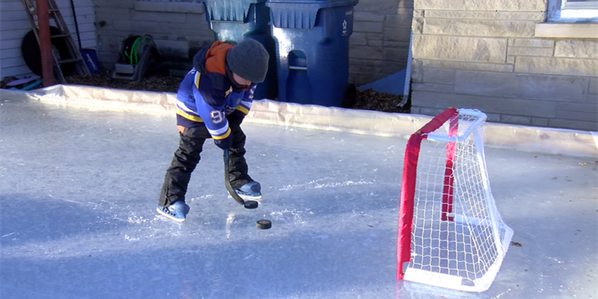 IL man builds homemade ice rink