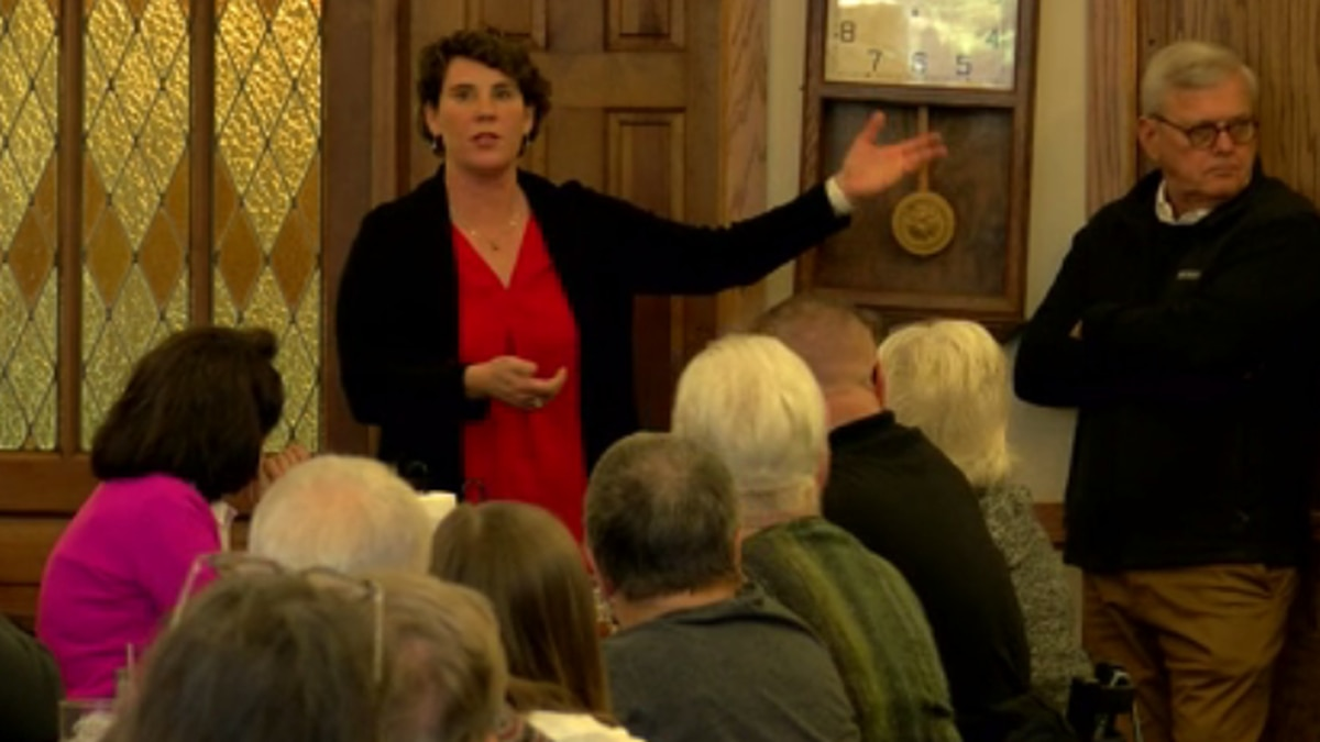 Amy McGrath stops in Owensboro for campaign event