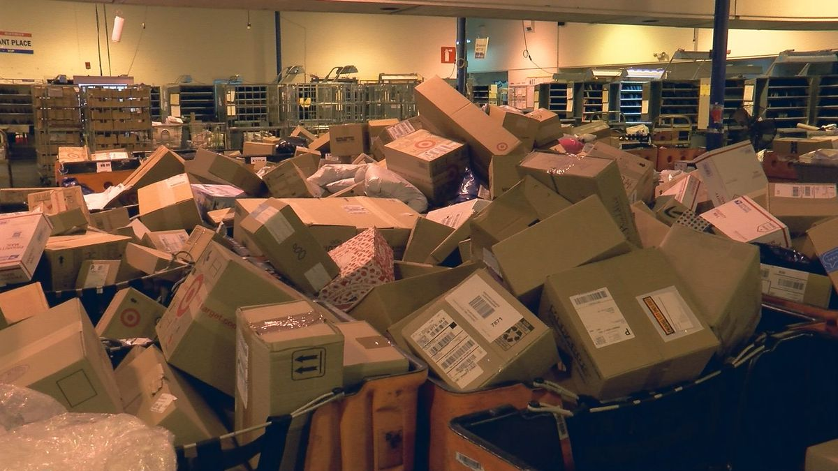 """""""This is the magic of Christmas:"""" Postal workers hustle for the holidays"""