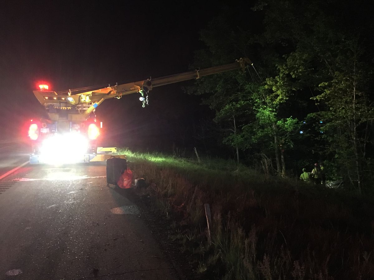 Authorities: 1 dead after car rolls into ditch along I-64 in Warrick Co.