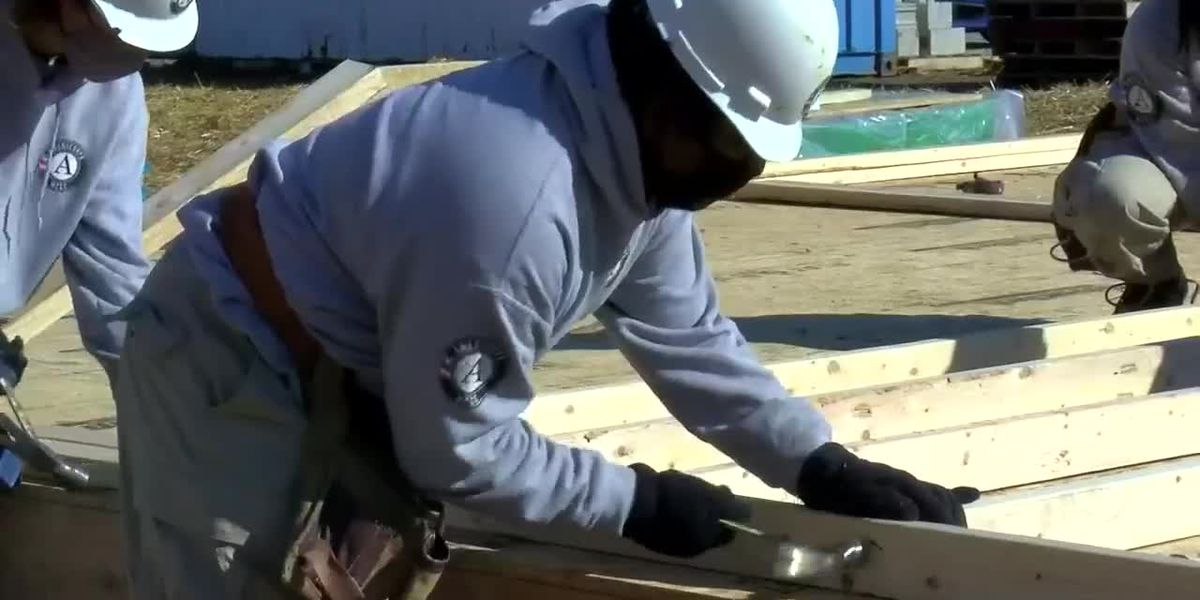 AmeriCorps volunteers team with Habitat for Humanity to build homes for low-income families