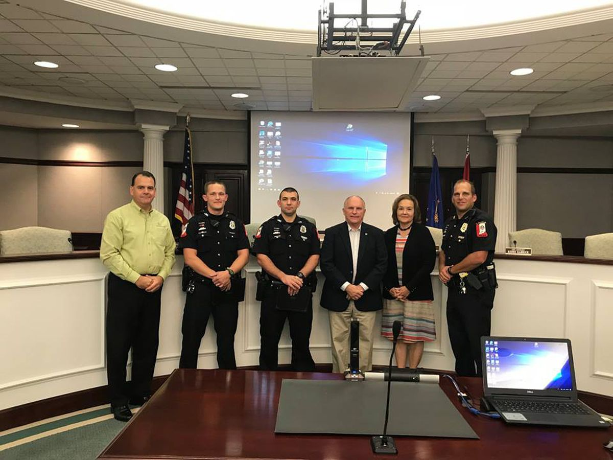 Jasper Police Officers receive Lifesaver Award after car crash and fire