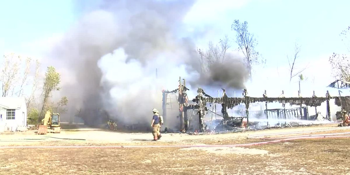 Barn burns for hour in Warrick Co.