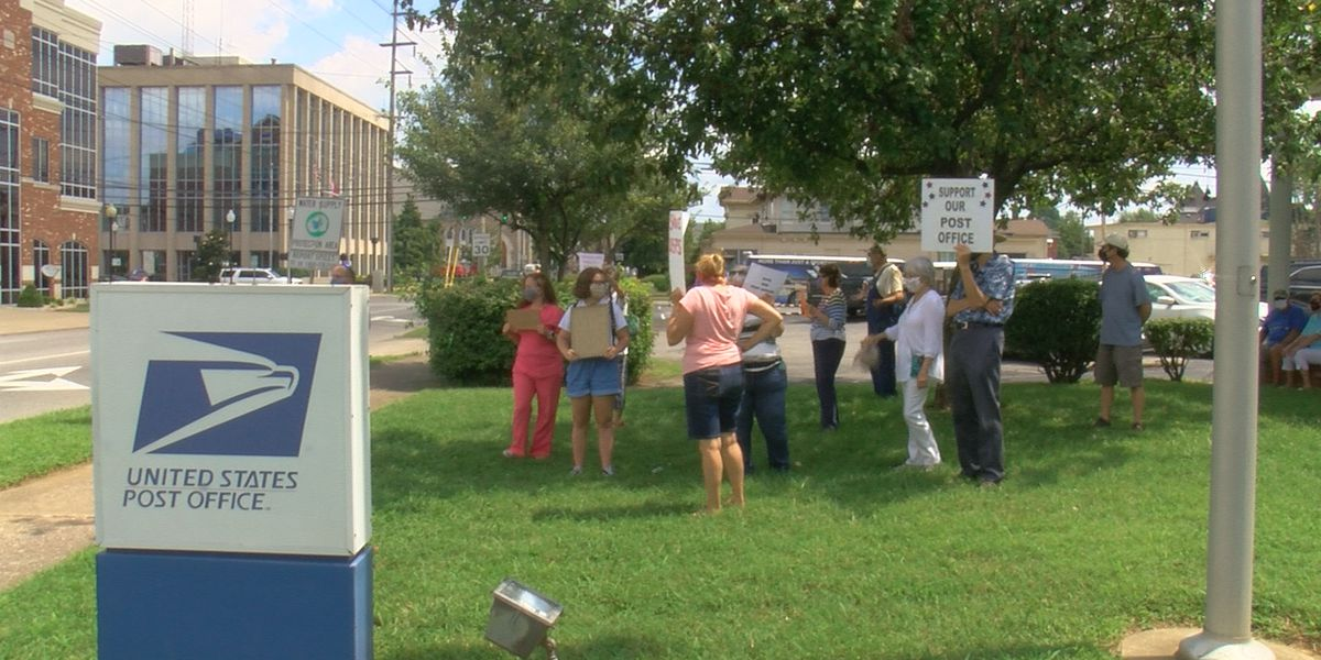Group gathers to support USPS workers in Owensboro Tues.