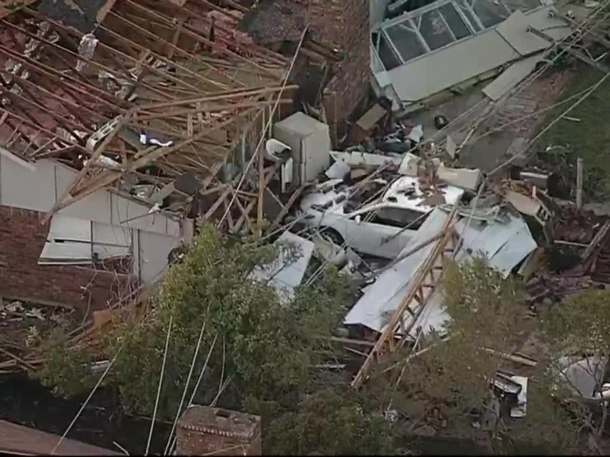 Tornado slams Dallas; tree falls on Arkansas home, killing 1