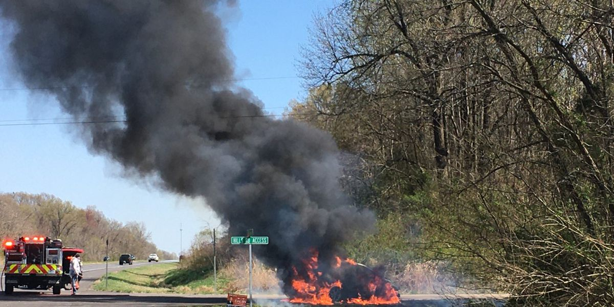 Vehicle catches fire on highway in Warrick Co.