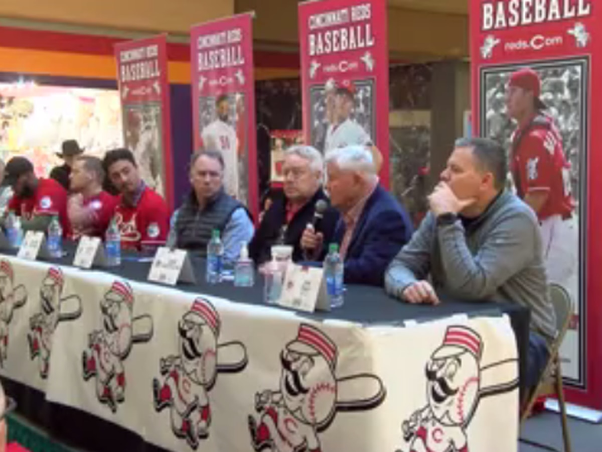 Cincinnati Reds stop at Eastland Mall on caravan tour