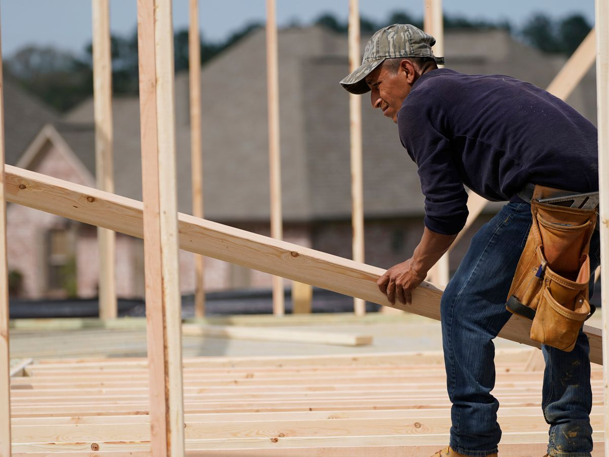 US home construction falls a surprise 9.5% in April
