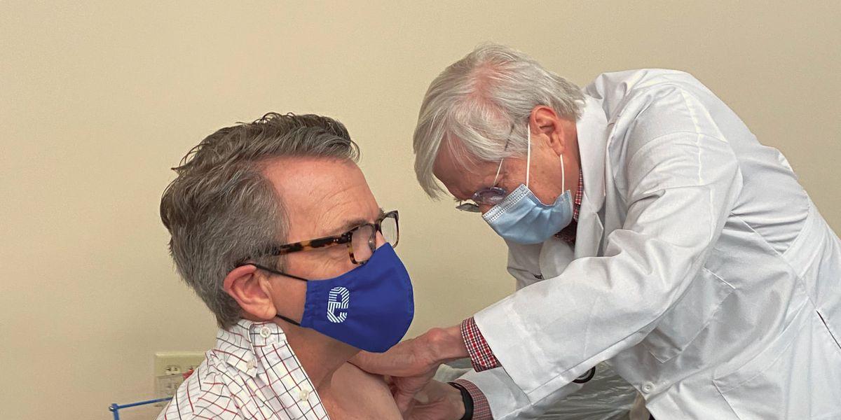 Mayor Winnecke gets COVID-19 vaccine