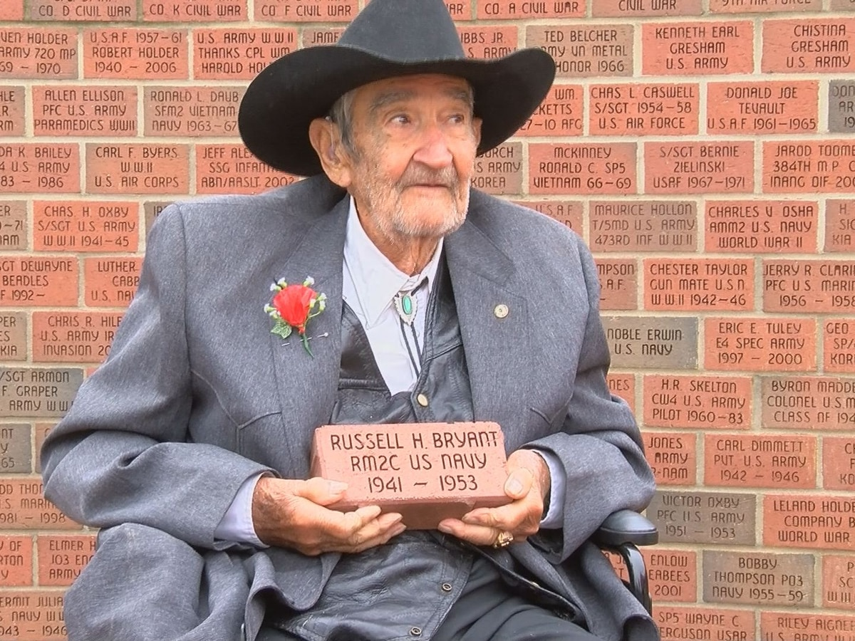 95-year-old veteran receives brick at Memorial Wall