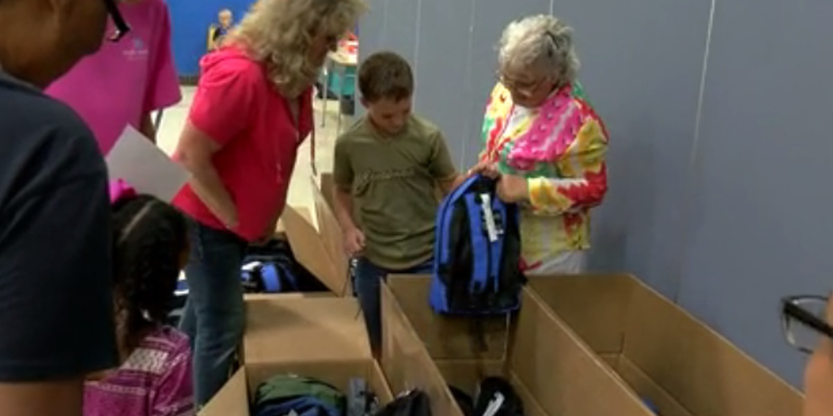Hundreds of kids in Posey Co. receive free backpack with school supplies