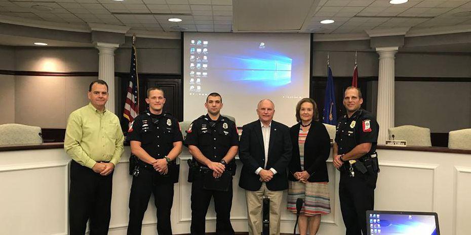 Jasper Police Officers receive Lifesaver Award after car crash and fire