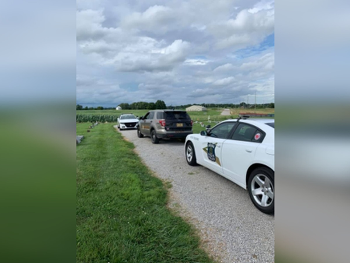 Posey Co. Sheriff's Office looking for two people after chase