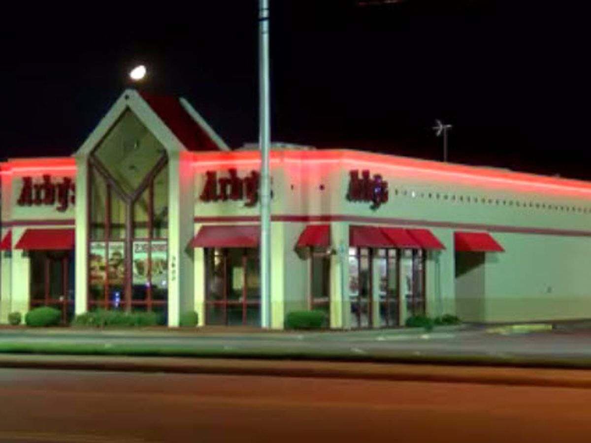 Police investigating reported robbery at Evansville restaurant