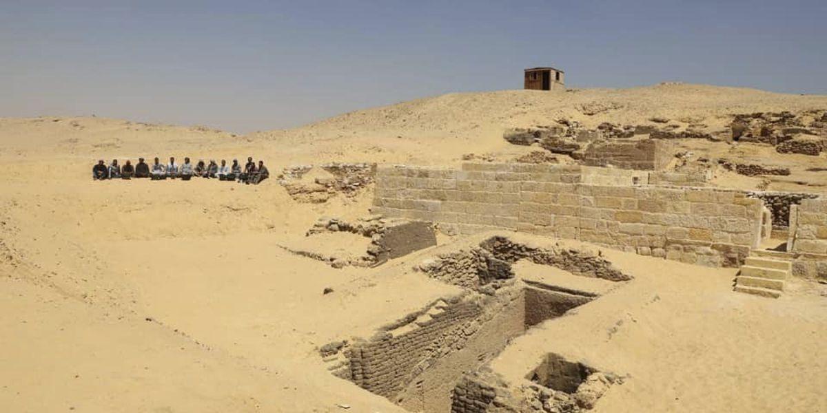 Bomb hits tourist bus near Egypt's Giza Pyramids, wounds 16