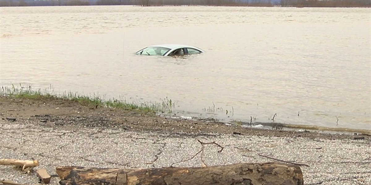 Submerged car creating buzz for Evansville dispatchers