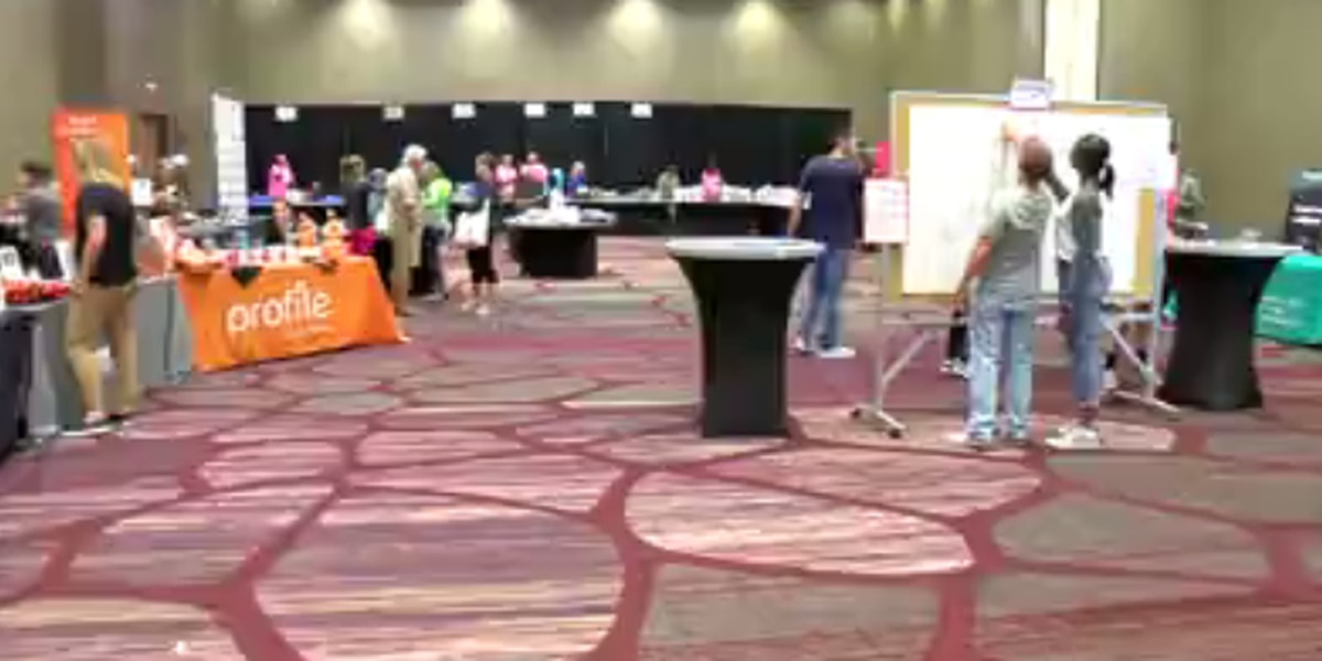 Runners prepare for Evansville Half Marathon on Sat.