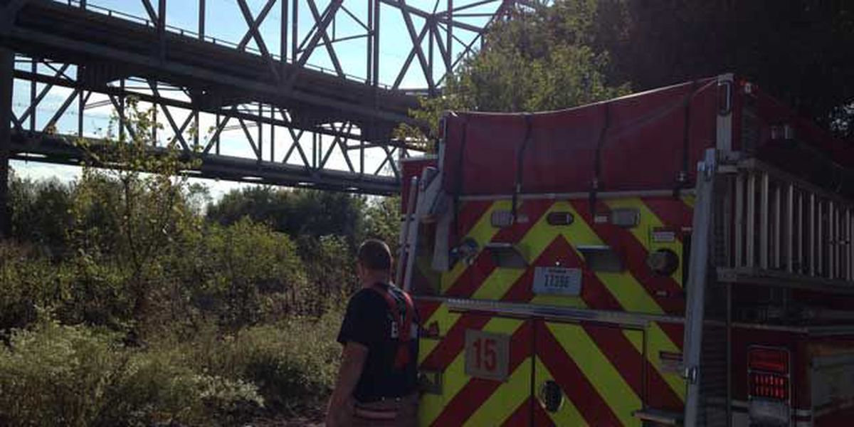 IN, KY rescue crews respond to overturned boat on Ohio River